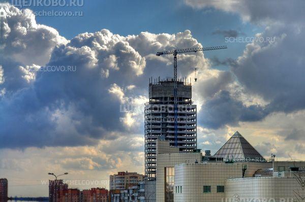 Фото строительство отеля «Звёздный» на Пролетарском проспекте (вид с Гребенской горы г. Щелково) - Щелково.ru