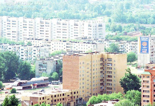 Фото г. Щелково, Пролетарский проспект, дом 7, слева— строительство дома№7а; напротив через дорогу— магазин (съёмка с телевышки, высота 104м) - Щелково.ru