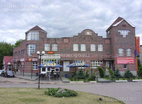 Фото торгово-офисный центр в Щелково (ул. Комарова, д.1а) на пересечении улиц Советская, Комарова и площади Ленина - Щелково.ru