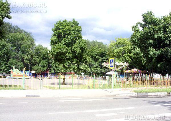 Фото детский городок на улице Комарова в Щелково (вид с улицы Центральная) - Щелково.ru
