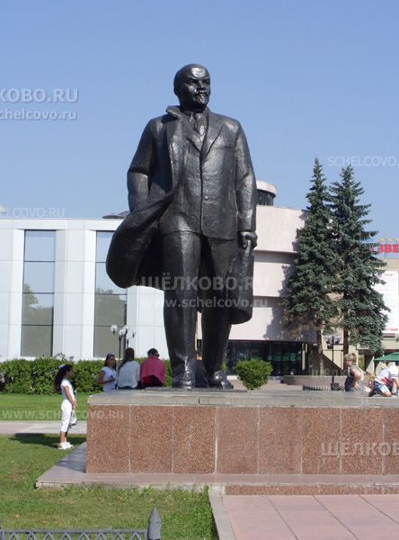 Фото г. Щелково, памятник В. И. Ленину на площади Ленина (скульпторы А. С. Новиков, А. И. Бельдюшкин) - Щелково.ru