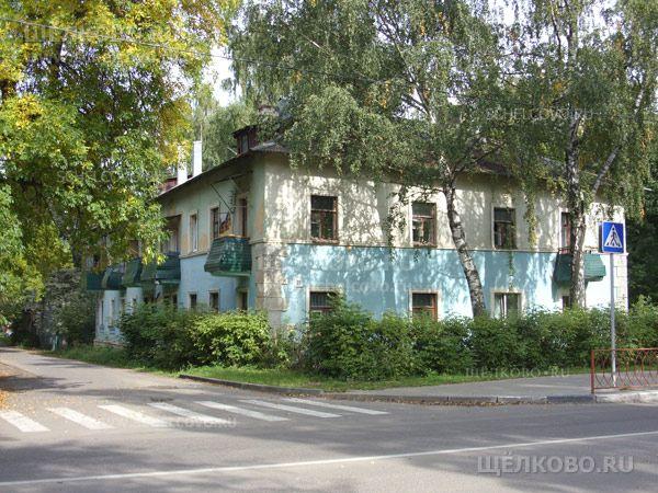 Фото г. Щелково, ул. Центральная, дом 33; слева— поворот в Гостиный переулок - Щелково.ru