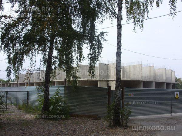 Фото «замороженная» стройка жилого дома по ул.Центральная в Щелково (на пересечении со 2-м Первомайским проездом) - Щелково.ru