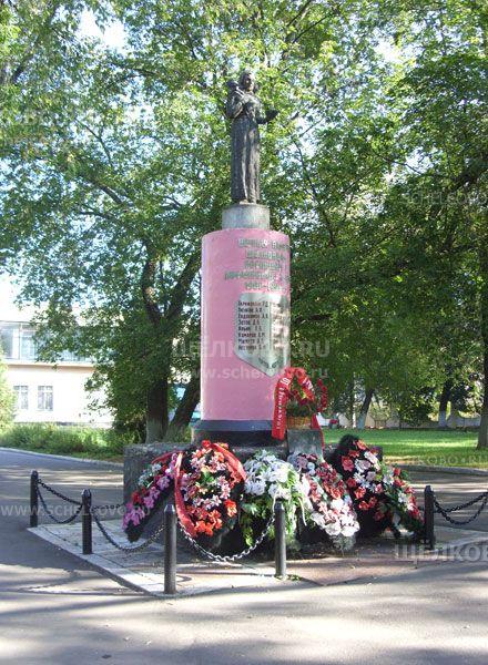 Фото «Скорбящая мать» — памятник щёлковцам, погибшим в Афганистане и Чечне с 1980 по 1996гг. (около ДК «Славия» г. Щелково, ул. Фабричная) - Щелково.ru