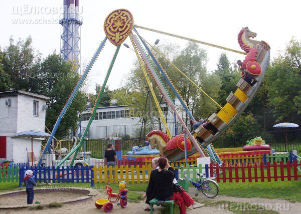 Фото качели «Емеля» в парке культуры и отдыха г. Щелково (ул.Строителей) - Щелково.ru