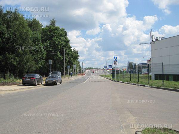 Фото дорога от гипермаркета «Касторама» (справа — гипермаркет «Глобус») к автомобильной развязке на Фряновском шоссе - Щелково.ru