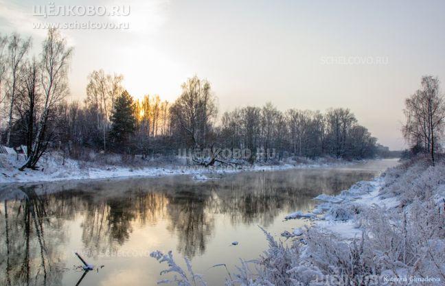 Фото на левом берегу Клязьмы в районе карьера Рудоуправления, вид вверх по течению (г. Щелково, ул. Амеревская) - Щелково.ru