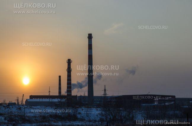 Фото территория химзавода г. Щелково (ул. Заводская, д. 2) — вид с левого берега Клязьмы (со стороны улицы Амеревская) - Щелково.ru