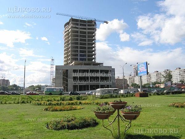 Фото строительство отеля «Звёздный» на Пролетарском проспекте г. Щелково (вид от КЭМПа) - Щелково.ru
