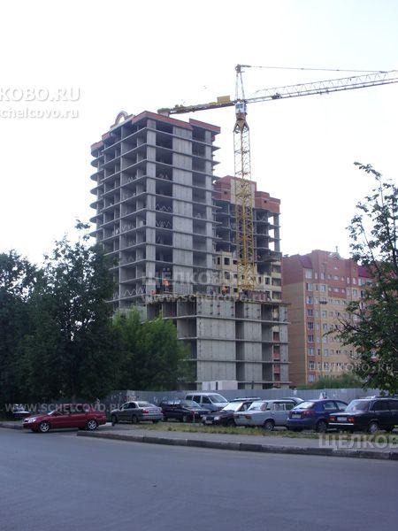 Фото строительство дома №23 по улице Талсинская г. Щелково (вид с улицы Сиреневая) - Щелково.ru