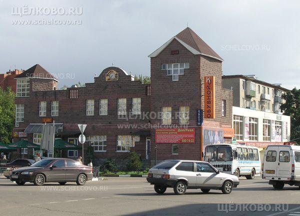 Фото торгово-офисный центр в Щелково (ул. Комарова, д. 1 и 1а) на пересечении ул.Комарова, Советская и площади Ленина - Щелково.ru
