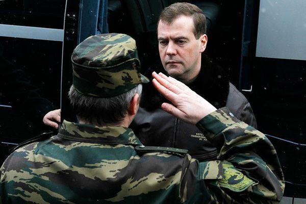 Фото Президент России Дмитрий Медведев во время посещения базы ОМОНа «Зубр» в г. Щелково-7 - Щелково.ru