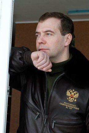 Фото Президент России Дмитрий Медведев (во время посещения базы ОМОН «Зубр» в г. Щелково-7) - Щелково.ru