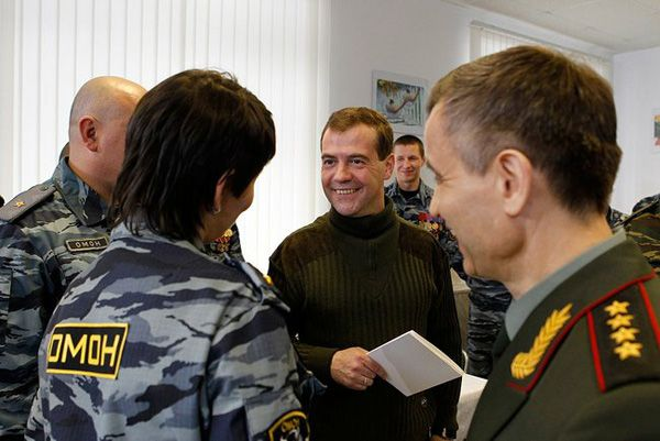 Фото Президент России Д. Медведев перед встречей с командным составом и бойцами ОМОНа «Зубр» - Щелково.ru