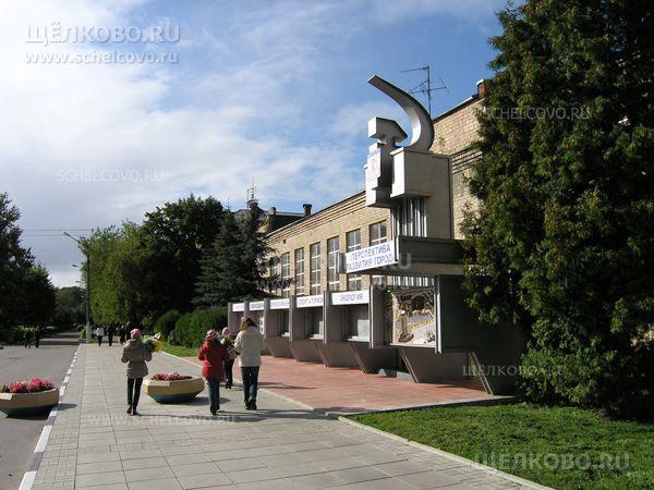 Фото информационный стенд «Перспектива развития города» около здания администрации Щелковского района на улице Парковая г. Щелково - Щелково.ru