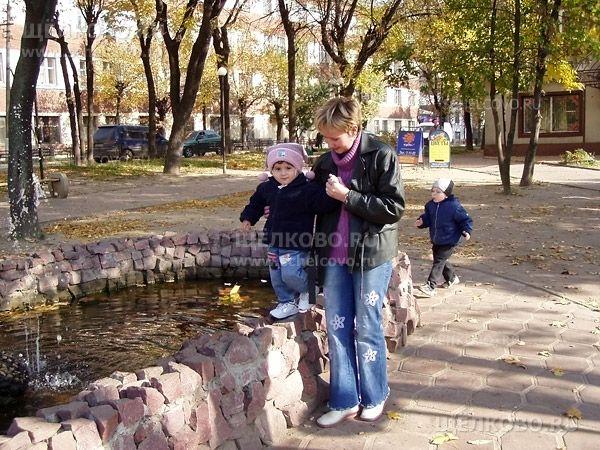 Фото г. Щелково, у фонтана в сквере около площади Ленина - Щелково.ru