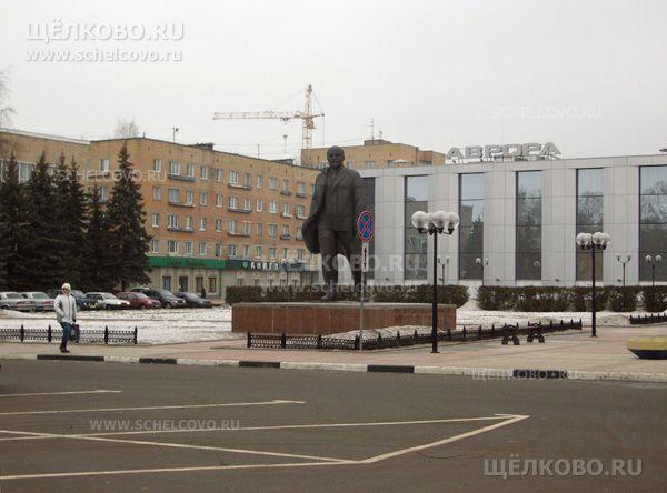 Фото площадь Ленина: за памятником— кинотеатр «Пять звёзд— Щёлково»  - Щелково.ru