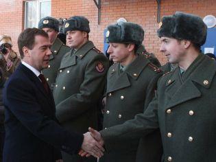 Президент РФ Д.А.Медведев ввоинской части впос.Загорянский Щелково