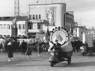 Щелково, ул. Комарова, 2 - 7 ноября 1962 г.