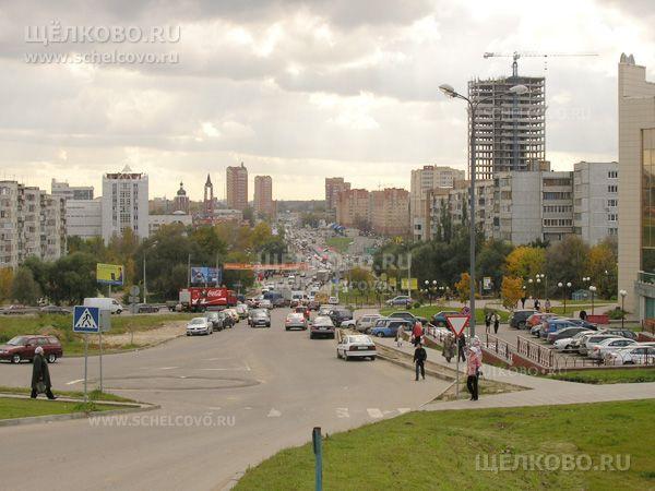 Фото вид с Гребенской горы г. Щелково (от гипермаркета «Гиперглобус») на Пролетарский проспект; справа— строительство отеля «Звёздный» - Щелково.ru