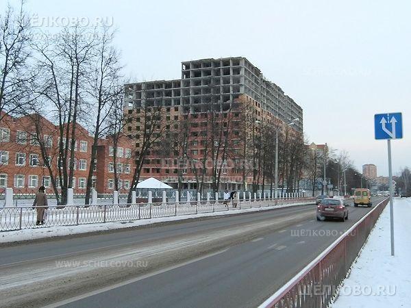 Фото строительство дома № 17 по улице Центральная, слева— школа№4 г. Щелково - Щелково.ru
