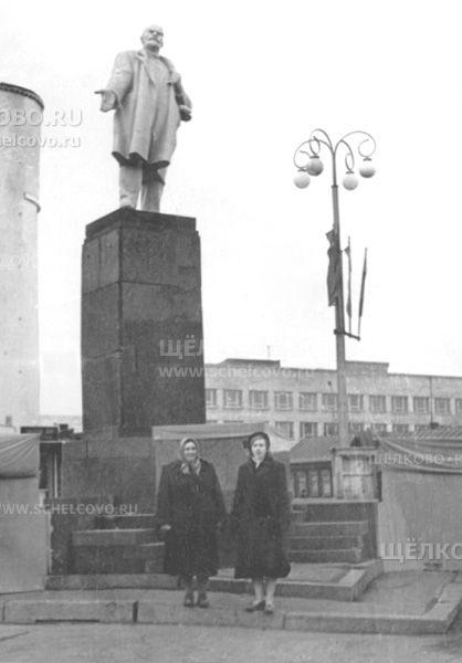 Фото памятник В. И. Ленину на Советской площади в Щелково - Щелково.ru