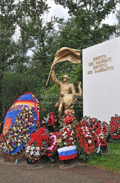 Фото памятник «Никто не забыт, ничто не забыто» на Гребенском кладбище г. Щелково (Фряновское шоссе) - Щелково.ru