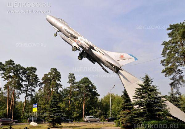 Фото памятник «Слава советским покорителям неба!» на Щелковском шоссе (поворот на посёлок Бахчиванджи) - Щелково.ru